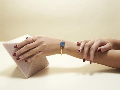 Ringly Launches Women's Smart Bracelet