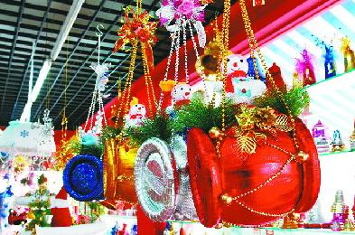 "Over 80% of Christmas items ""made in Yiwu"""