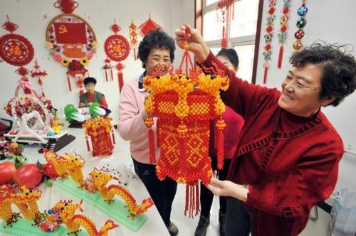 Ten thousand beaded exquisite woven crafts