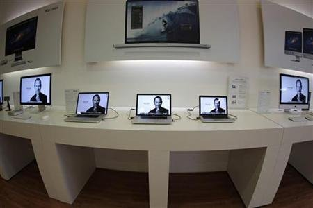Apple employees will miss Jobs' retail store will be closed for hours