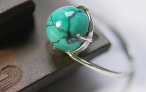 Turquoise new stone source tension Old goods market favored