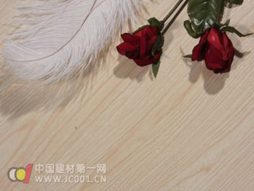 Simulated solid wood flooring development has been three major stages of notch transition