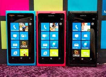 Microsoft strictly requires that WP phones be homogenized