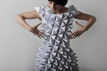 Three-dimensional clothing and garments help online fitting