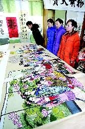 Old calligraphy and painting photographs debut Two huge cross stitch attract attention