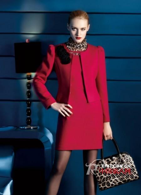 红色服装怎么搭配好看 红色服装款式 打造魅力红色诱惑