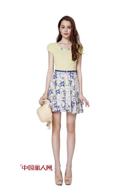彩虹裙什么样的好看 拼接碎花裙亲肤柔和