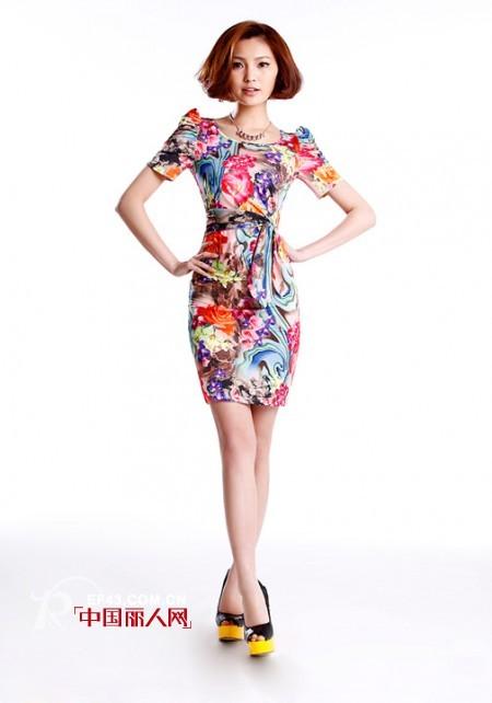 印花彩绘连衣裙  什么款式的印花裙好看