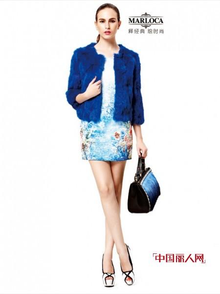 宝蓝色外套配什么连衣裙 宝蓝色配什么颜色