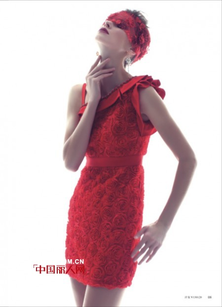玫瑰色夏季连衣裙  小格调也能凸显大韵味