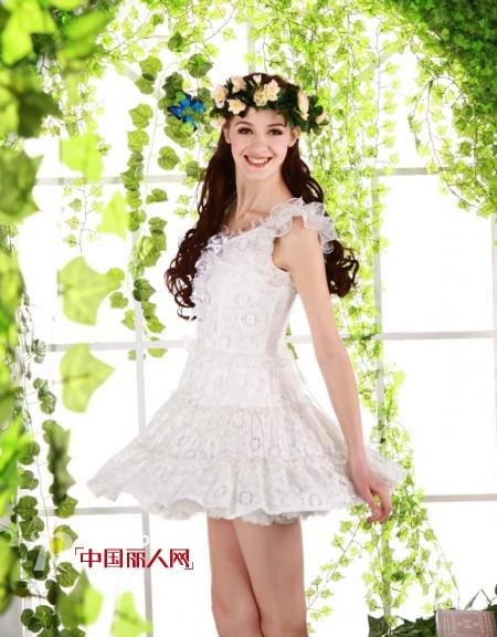 什么款式的裙子显瘦 白色收腰连衣裙新款