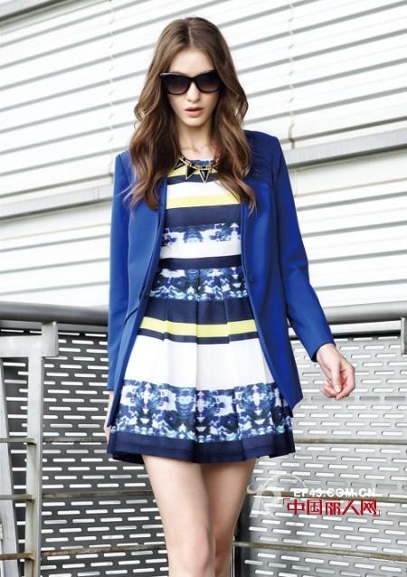 宝蓝色搭配什么颜色最好看 宝蓝色衣服搭配技巧