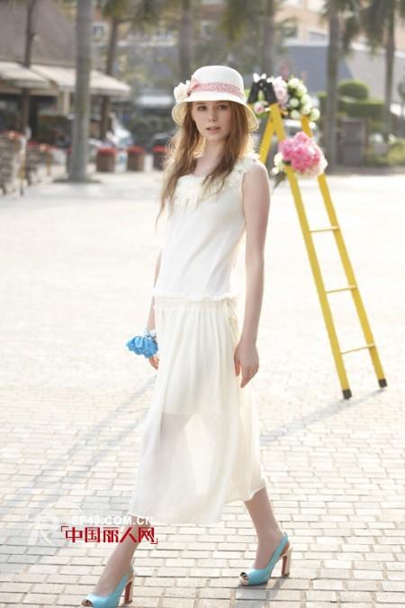 夏天穿长纱裙应该怎么搭配 长纱裙太长怎么办