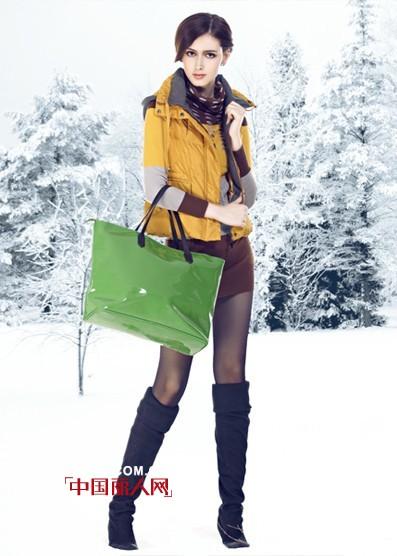 洛芙丽Lively时尚羽绒服  充盈着始终引人入胜的魅惑力量