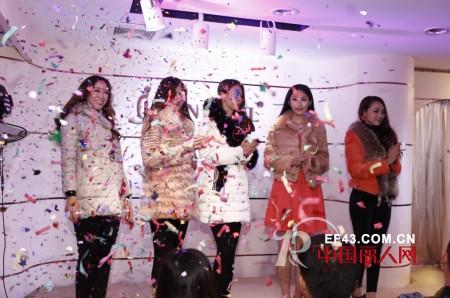 热烈祝贺薰奈儿品牌女装2013秋冬新品订货会圆满落幕