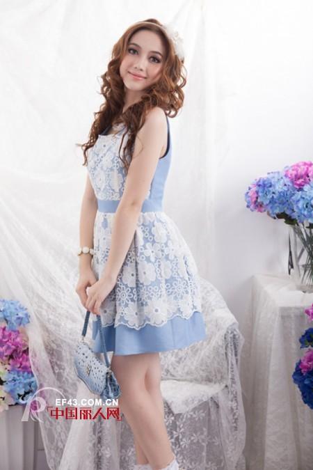 袁思怡小姐跟一起体验阿珍妮品牌女装给予幸福感