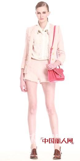 秋装外套流行搭配  蓝色和粉红色哪款好看