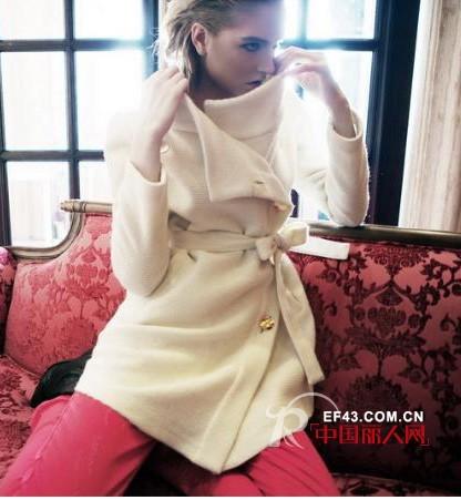 8S品牌女装  时尚只需恰如其分的点缀和升华