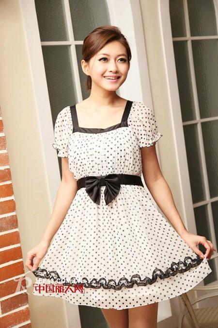 宝纱女装---都市白领丽人对自由时尚休闲生活的诠释