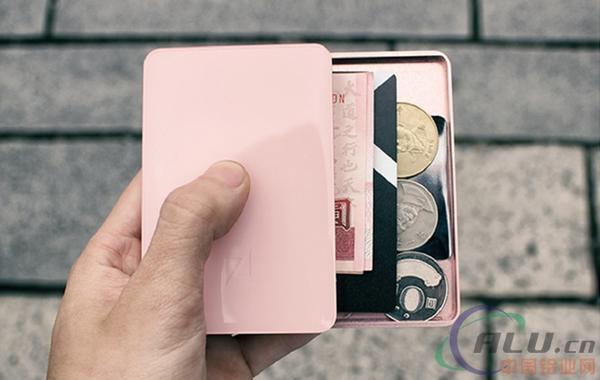 设计新颖的铝合金钱包:轻轻一划就能打开超方便
