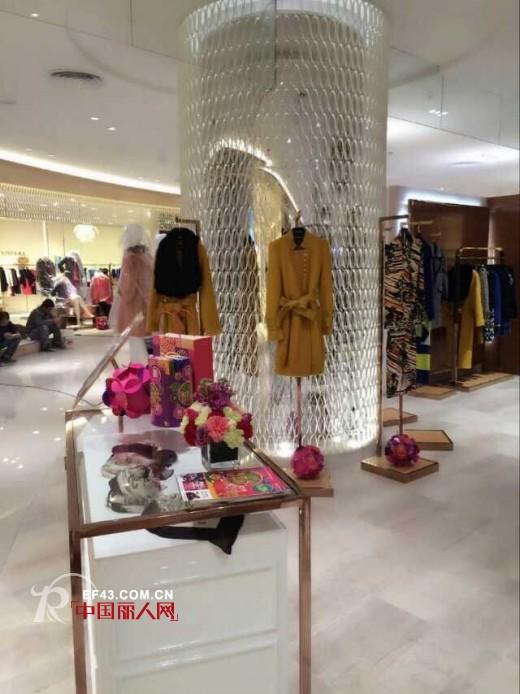 热烈祝贺江苏昆山金鹰购物中心OuView欧维国际品牌女装开业大吉