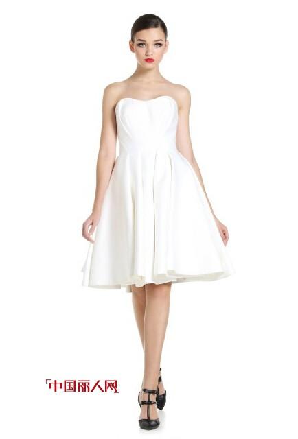 华丽小礼服 打造年会最迷人造型