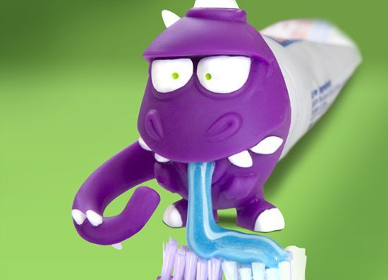 Tired of the traditional way of squeezing toothpaste, you can try the similar way in the picture below, just put a cute animal head on the head of the toothpaste, and the paste flows from the mouth of the small animal to the toothbrush.