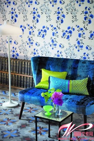 Peacock blue suede sofa seat with blue flower wallpaper