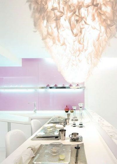 The most attractive thing is the feather light of the restaurant, the red color as the basic color of the whole room.