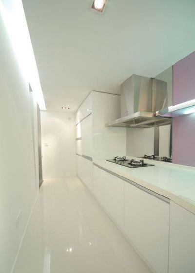 The semi-enclosed kitchen is both transparent and effective in isolating fumes. Different from the open kitchen in general