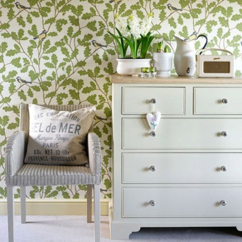 Combine different styles of furniture and choose the right wallpaper. For example, this simple style furniture is especially suitable for matching with decorative wallpaper, which looks springy.