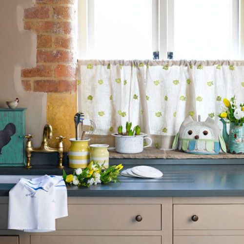 Exquisite embroidered linen curtains can activate the environment, so you will like the small fresh style