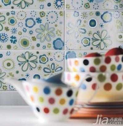 "Decoration design should pay attention to ""color"" makes sense"