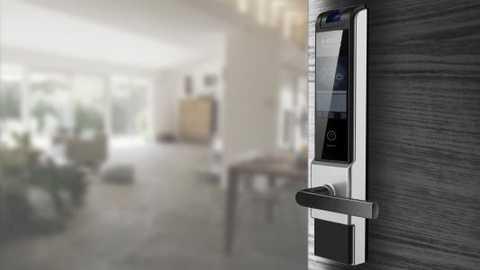 The door lock picks up the smart heat