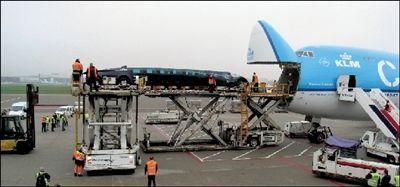 超级公交车运抵阿布扎比机场