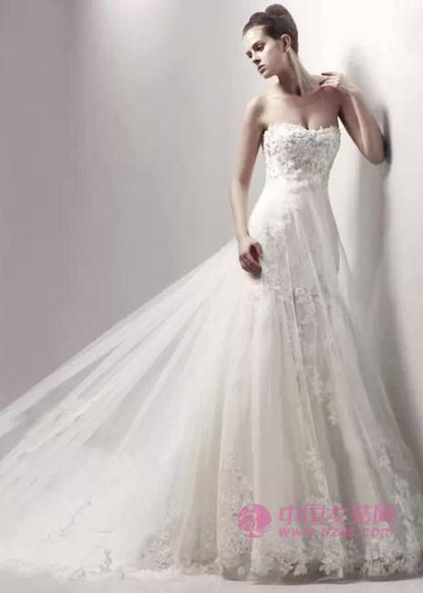 2015年婚纱流行趋势:梦幻蕾丝(图3)