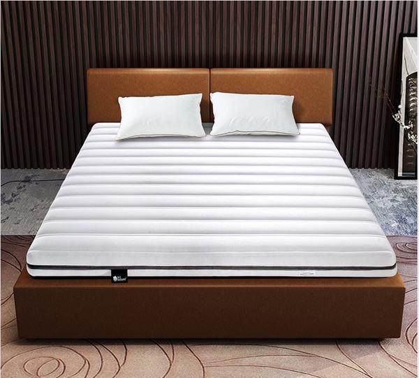 山褐色床垫