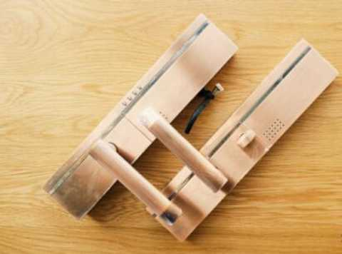 Intelligent door lock security function is not independent, it needs to be used together.