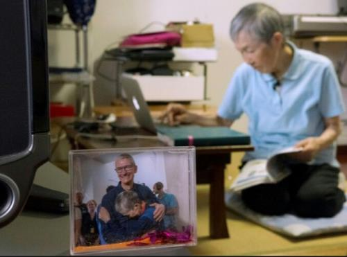 Remember the 82-year-old grandmother who taught self-learning programming for Apple App? Recently received an interview with Apple Cook