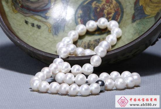 What is the difference between different pearls: freshwater pearls and dyed pearls