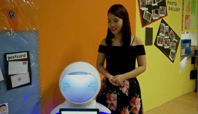 Eva robot appeared in the kindergarten in Singapore!