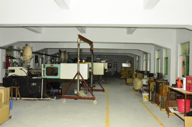 Injection molding machine 4