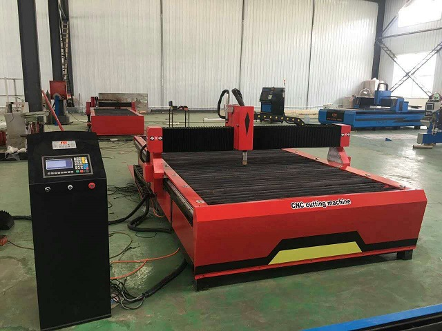 plasma cutting machine cutting stainless steel