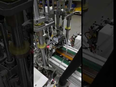 Automatic multiplelocking screw machine