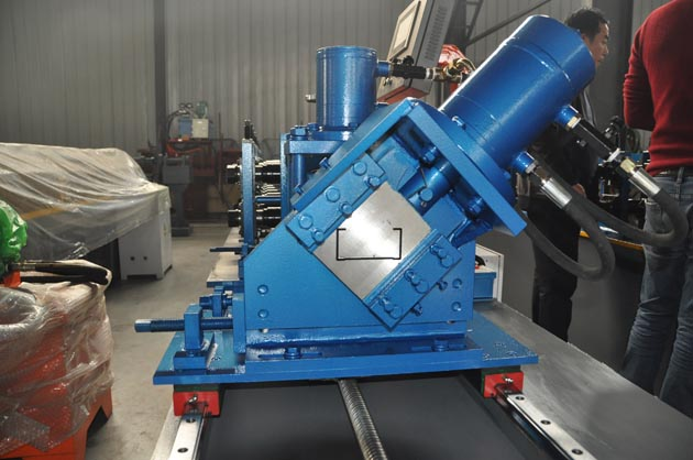 Automatic non stop cutting C channel machine