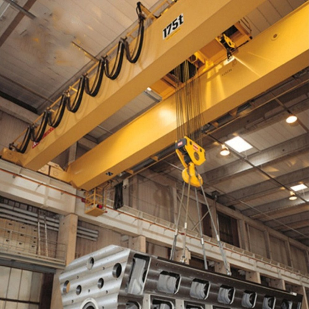 overhead crane for lifting equipment