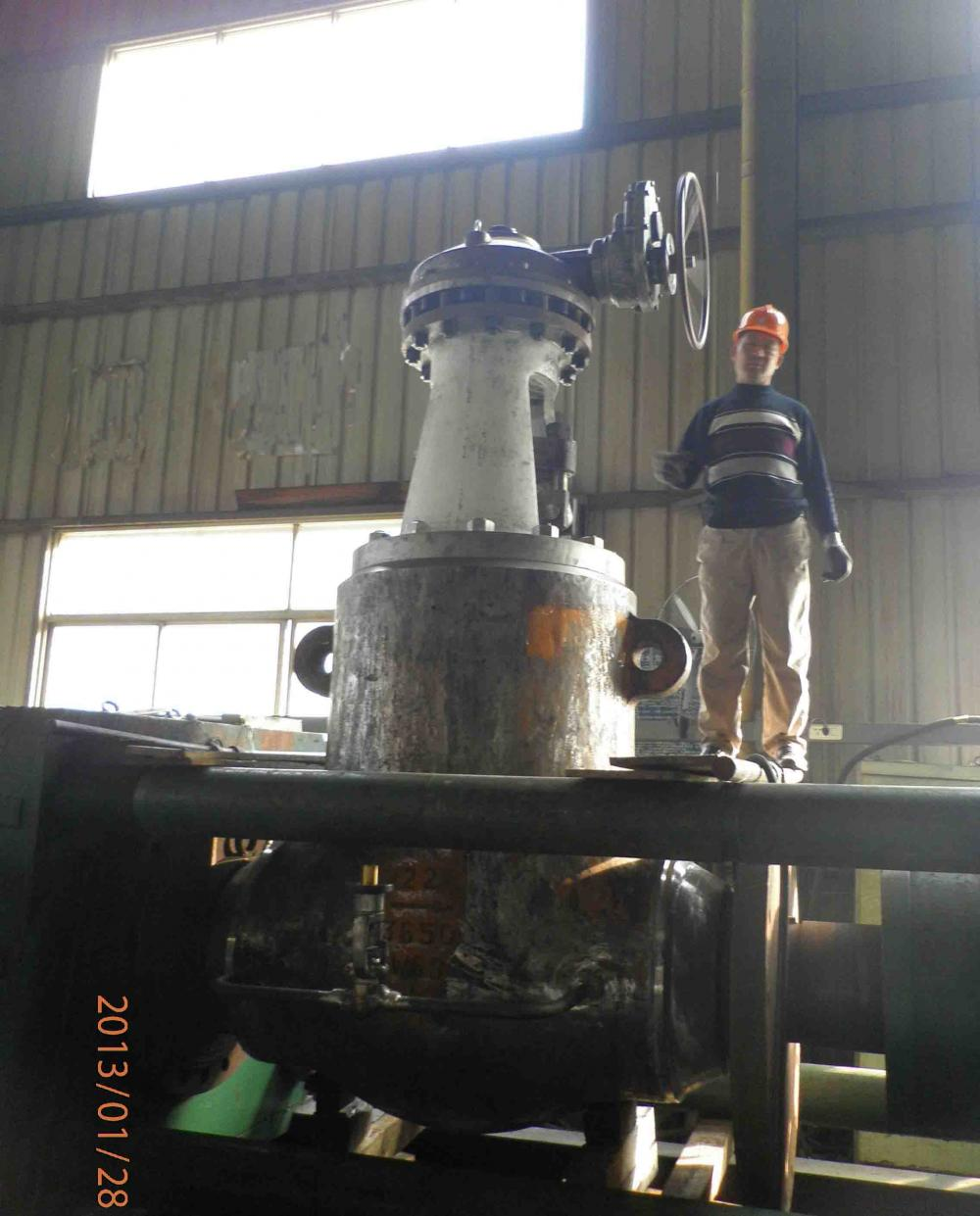 "Hydraulic test for 3650LB 22"" WC9 gate valve"