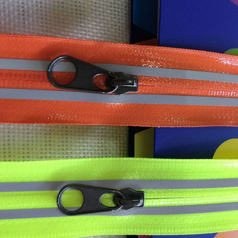 Chromatic zippers in bulk