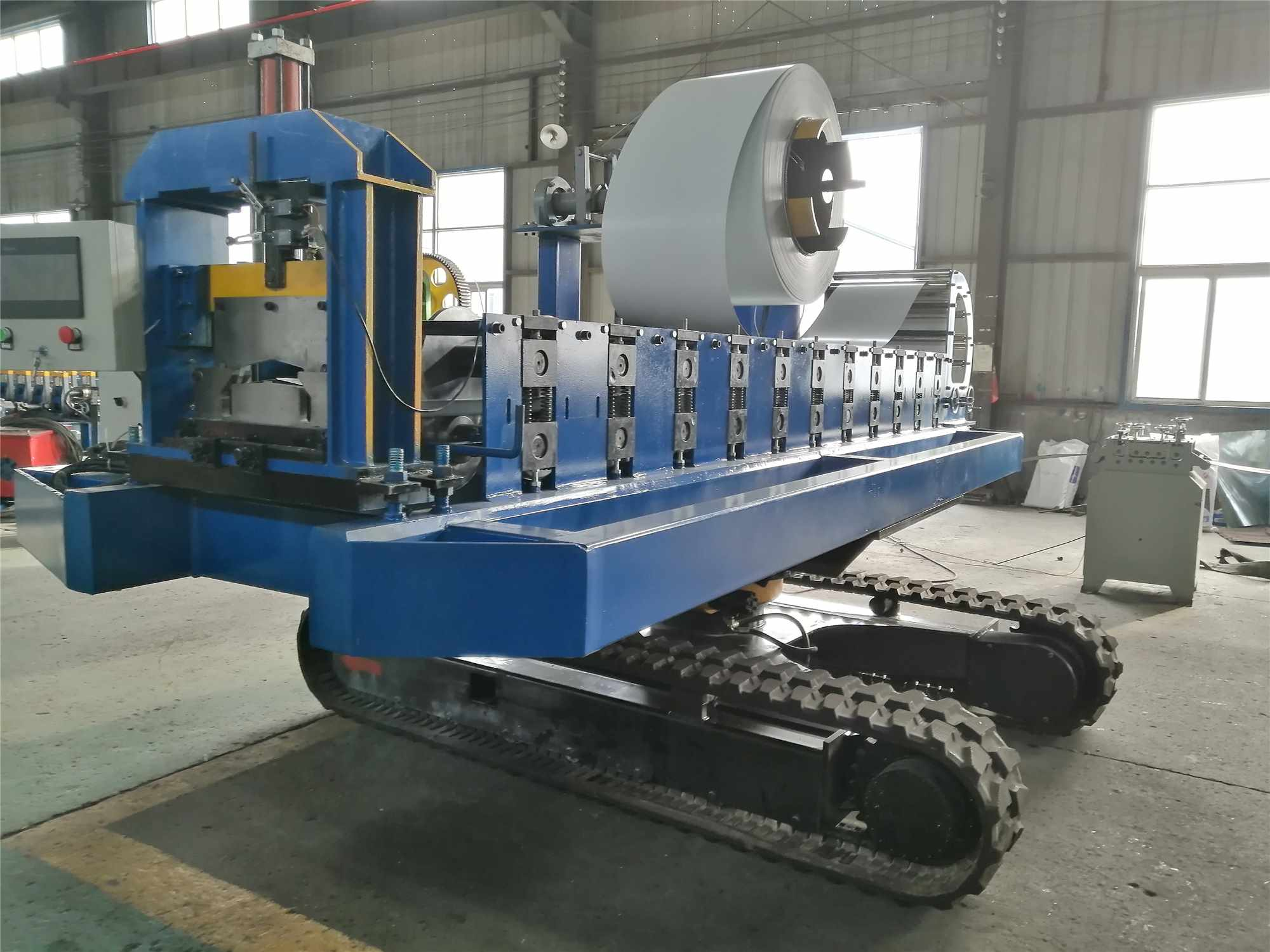 Greenhouse gutter forming machine (gutter for plant growing system)