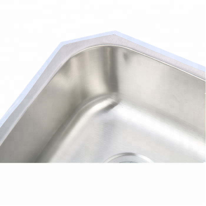 Smooth three-basin stainless steel sink